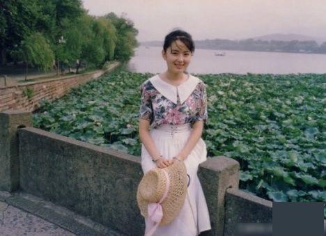 【西湖边最美女子追踪】她最可能名叫殷姗